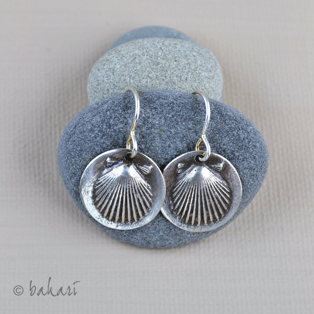 Scallop Earrings on Stones