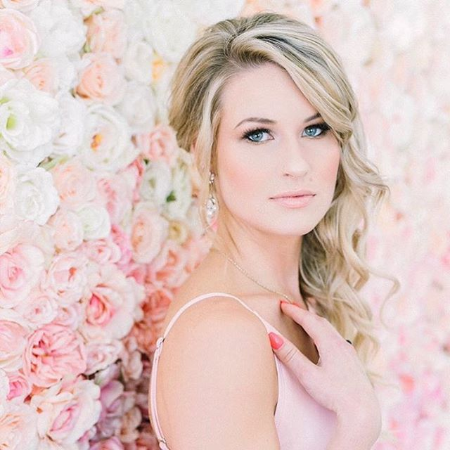 Flawless 💕 #flowerwall #flowerwallvancouver #ombre #ombreflowerwall #vancouverevents