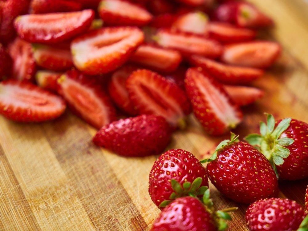 strawberry-2954379_1920.jpg