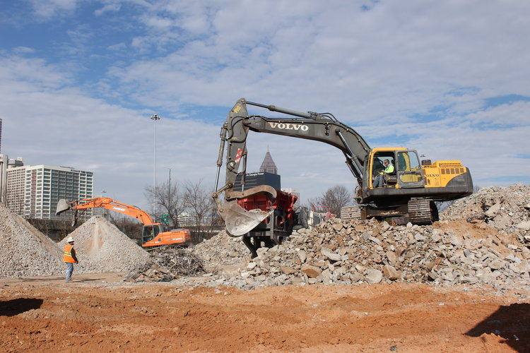 Green-Circle-Demolition_Atlanta-Demolition_claw-in-action.jpg