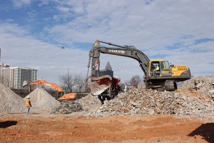 Green-Circle-Demolition_Atlanta-Demolition_claw-in-action.jpg