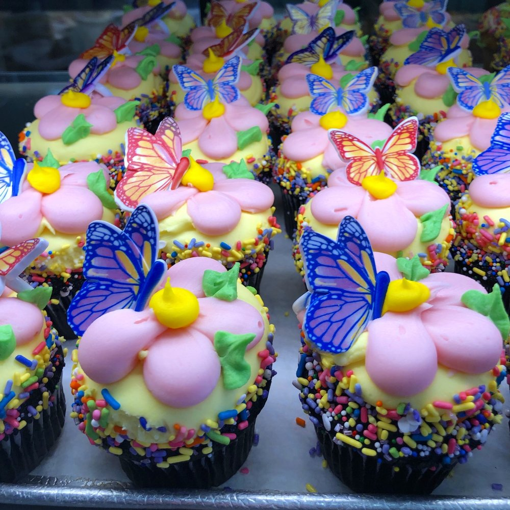 Springtime cupcakes to celebrate the Holidays!