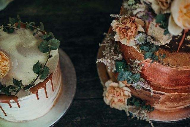Are you supposed to eat a work of art? Swoon! 💛  wedding venue: @orehovgaj  cake(s): @yammytammy.si ⠀⠀⠀⠀⠀⠀⠀⠀⠀ #weddingcake #nakedcake #bohocake #bohemianwedding #weddinginspo #weddingbouquet #greenwedding #greenerybouquet #weddingflowers #weddingtable #weddingtablesetting #destinationwedding #porocnifotograf #porocnadekoracija #porokabo #poroka2019 #poroka2020