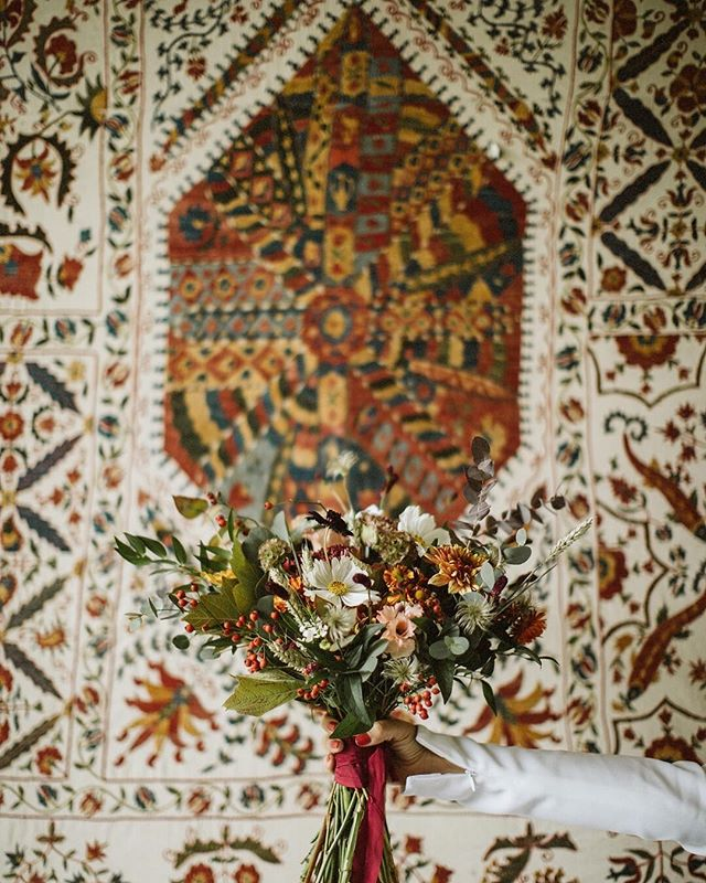 Perfection is just imperfection from a beautiful perspective 🧡 ⠀⠀⠀⠀⠀⠀⠀⠀⠀ #weddinginspo #weddingbouquet #greenerywedding #greenerybouquet #weddingflowers #porocnadekoracija #weddingdecor #bouquetinspo #wildwedding #weddingdream #weddingdayready #bohemianwedding