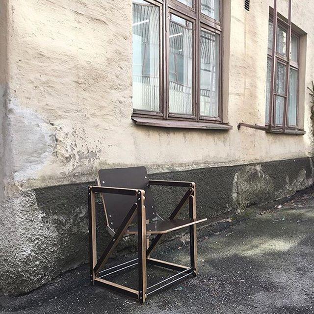 Mekaniko basico ・・・ #jarimiranda #mekanikochair #mekaniko #bragforfinland #finnishdesign  #nordicdesign #productdesign #furnituredesign #design #plywood #cnc #funktional #furniture #sustainable #startup #chair #interior #decoration #slush17 #helsinkidesignweek #habitare