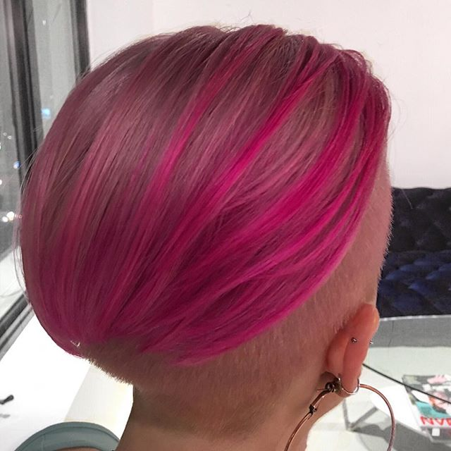 Pink balayage= Tropical vacation  cravings ! 🌸🌺 . .  #nychairstylist #vividcolor #ombrehair #dimensionalpink #pinkhair #nycsalon #chelseamanhattan #manhattansalon #downtownnyc #bigapple #foxandjane #pravanavivids