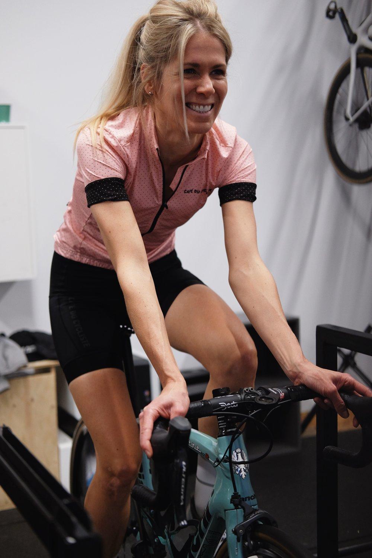 Geneviève Beaudoin   Cycliste passionnée depuis maintenant trois ans, Geneviève est motivée par le plaisir de rouler entre amis, d'avoir de nouveaux défis et de s'évader. Partager sa passion à travers les événements, les courses ou les voyages est ce qui motive Geneviève.    Strava       Instagram
