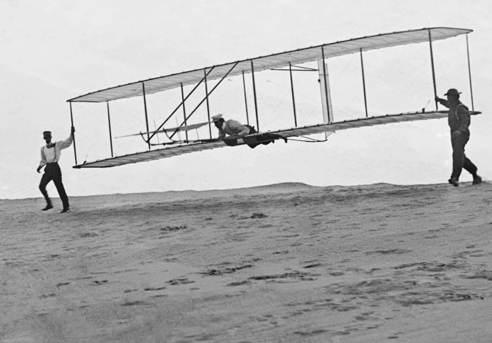 1902_Wright_Brothers'_Glider_Tests_-_GPN-2002-000125.jpg