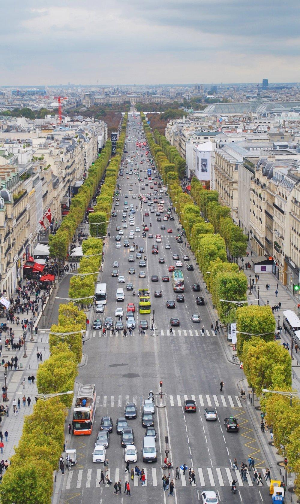 Champs de elysee-Paris-Decorateur Chic-Glamorous family Travel.JPG