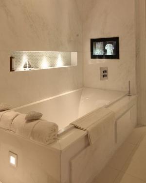 Bath Tub Niche with Accent Lighting