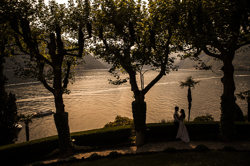 Couple posing outside at Villa del Balbianello Wedding