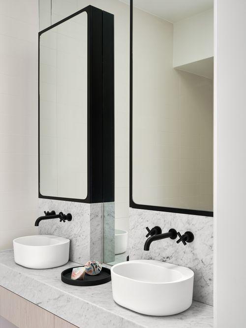 blck bathroom.jpg