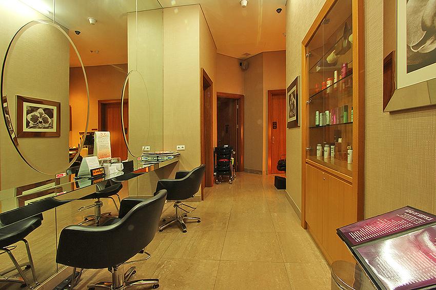Salon.JPG
