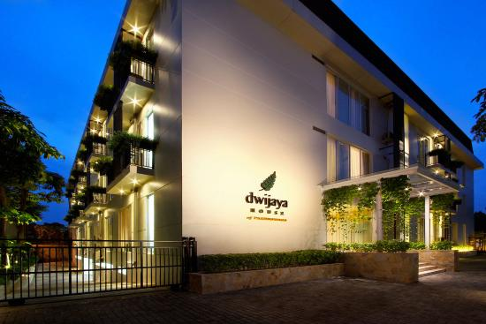 The photos attached are brought to you by  Dwijaya House of Pakubuwono  - the first serviced apartment of The Pakubuwono. Daily, Monthly and Corporate rates available! So Book Now or Schedule A Visit!