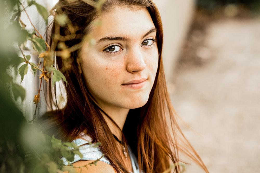 Senior_ClaraHoffman_THORSON_IMG_0221.jpg