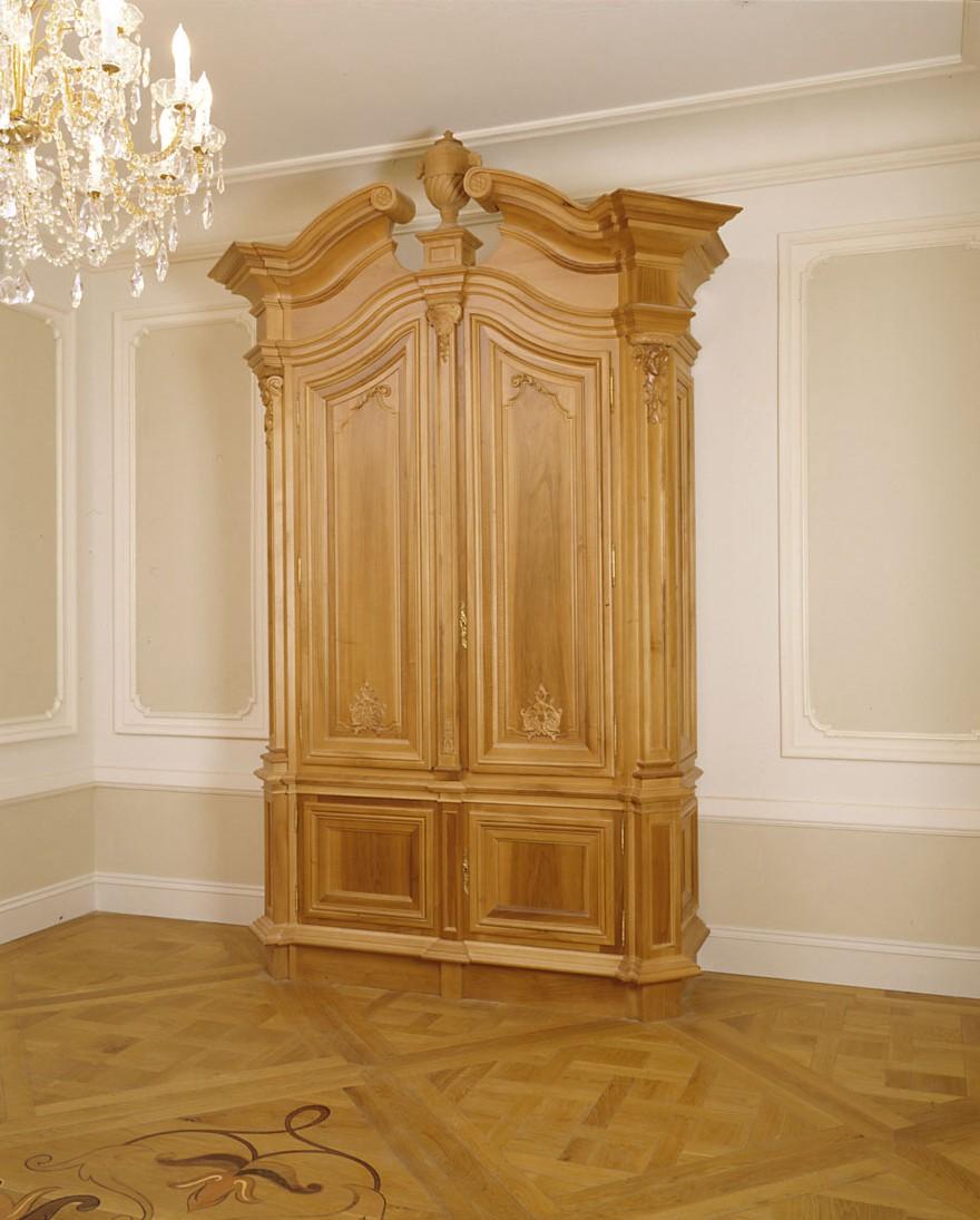 mainlanding cabinet.jpg