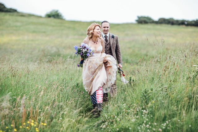 Loving this image from @carleybuickphotography ... cool bridal chic all the way!  #Wedding #WeddingPop #PopUpWedding #WeddingLove #Bridal #ModernBride #ModernBridal #ContemporaryBride #Love #StylishWedding #Affordable Wedding #StressFreeWedding #IntimateWedding #BridalLove #SmallWedding #WeddingPhotographer #GlasgowWedding #EdinburghWedding #WeddingLove