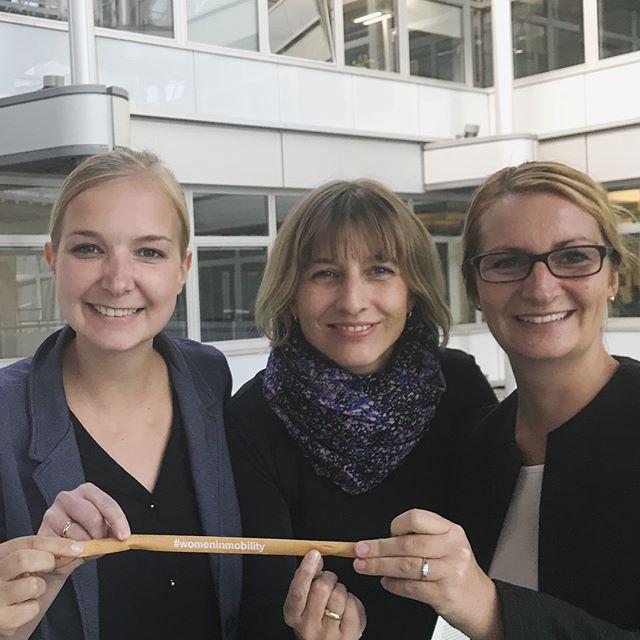 """Heute trafen bei der @ihkberlin gleich vier #womeninmobility  aufeinander: Daniela Neuse, #HavellaendischeEisenbahn AG (hat Ihr #Empowerment Bändchen von ihrem Geschäftsführer Ludolf Kerkeling erhalten) und direkt  geteilt mit Mareen Behrendt & Elisa Limmert, beide aus der Personalabteilung der Deutsche Bahn AG. . """"Gemeinsam arbeiten wir daran, besonders #Schüler für die #Verkehrswirtschaft zu begeistern!"""" . #Mobilität #Ausbildungsberuf #industrieelektriker #vorfreude"""