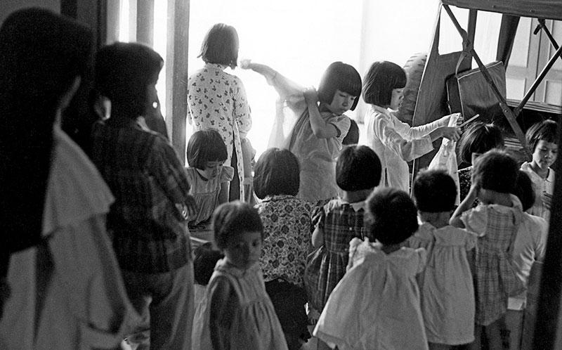 19-portraitsofvietnam-clothing-kids.jpg