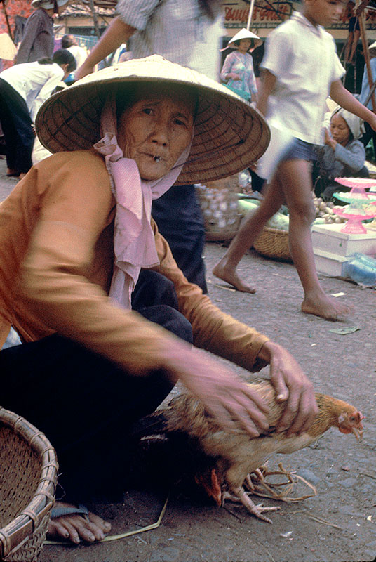28-portraitsofvietnam-old-lady.jpg