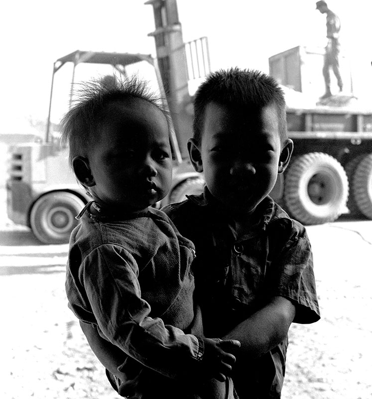 20-portraitsofvietnam-boys-shadow.jpg