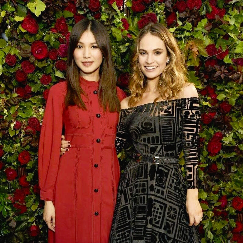 z+Lily_James_and_Gemma_Chan_wearing_Burberry_at_an_event_to_celebrate_the_launch_of_My_Burberry_Black-xlarge_trans_NvBQzQNjv4Bq1N-0BbrGahnullJmqzE3f-PHi_e1tpOIk75CAYQiDp0.jpg