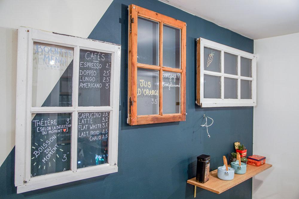 Nos Menus sont exposés sur des vieilles fenêtres de récupération.