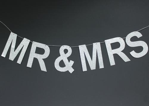 Banner - Mr & Mrs (1)