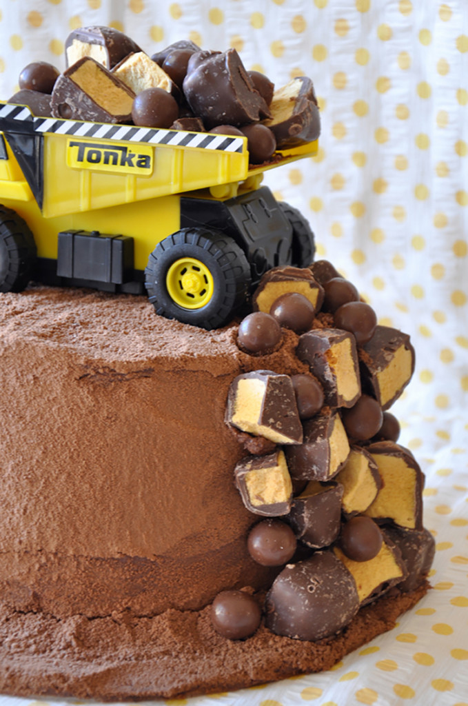 dump-truck-construction-cake