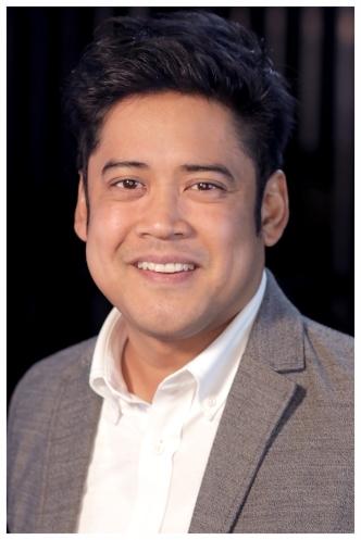 - Headshot - Flordelino Lagundino - 2017 Drama League Directors Project Fellow.JPG