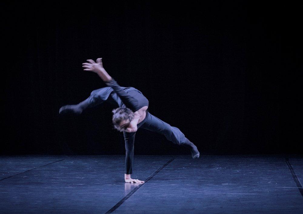 Code Static - Choreographer : Shawn T. BibleDancer: Thea BautistaMusic: Dark Matter by Björk (Alva Noto remodel)Photo : Laurent Gambarelli2017