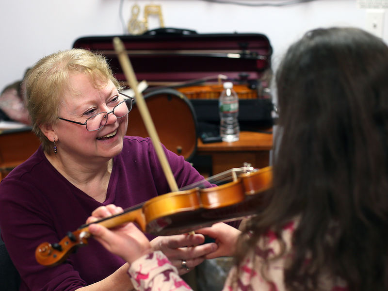 201603_bozena_obrien_and_violin_student_at_performathon_petting_zoo_-_geoff_forester-1493050252-2720.jpg