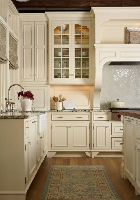 """While cream kitchen cabinets may have fallen by the wayside during the """"gray trend,"""" they have always had a following among true traditionalists."""