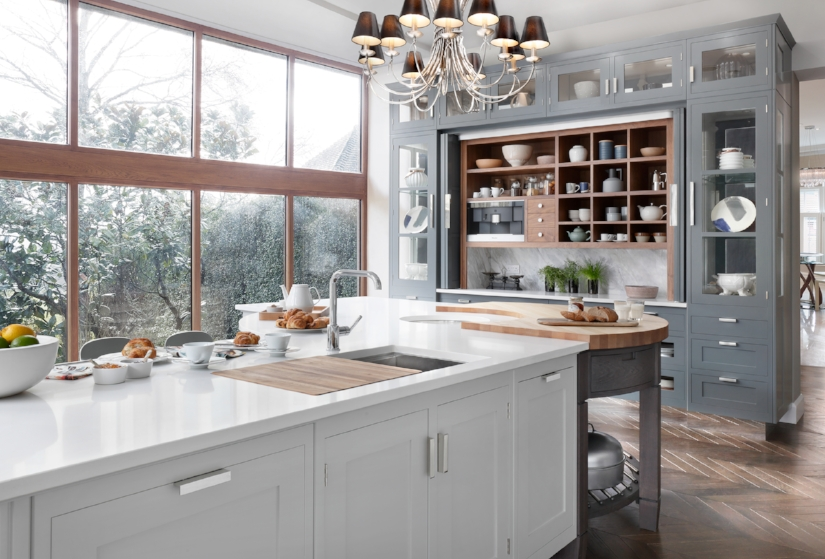Round chopping blocks are prevalent in English kitchen designs - usually integrated into the island design. I love the curve that it adds to the island. Kitchen by Mark Wilkinson.