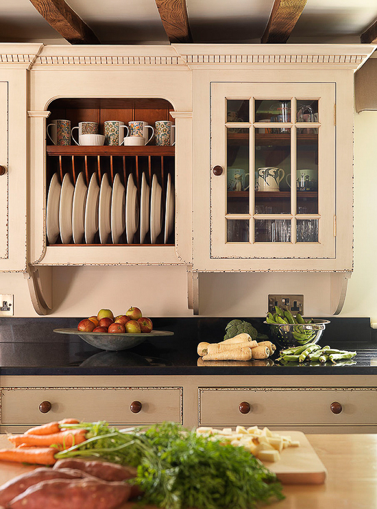 A traditional plate rack in an antique cream painted finish by Chalon, are still a popular feature in English kitchen design.