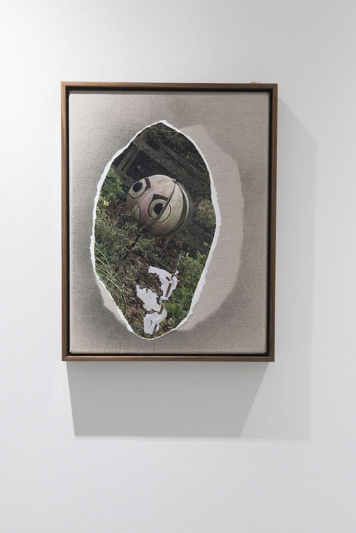 Kate McMillan, Untitled, 2016. Digital photograph, linen, spray paint, oak frame, bronze; 42.5 × 33 cm.