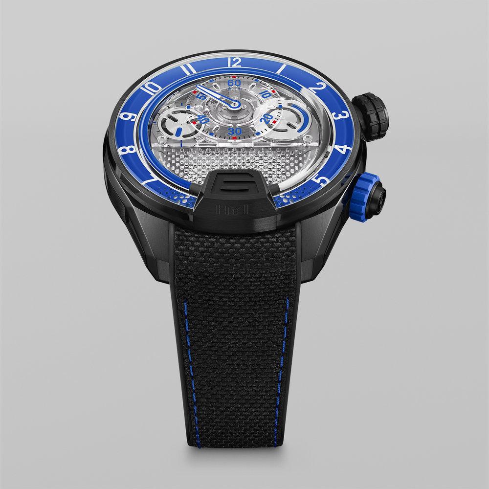 HYT-H4-BlueFluid-FrontView-66x66cm-72dpi-RGB.jpg