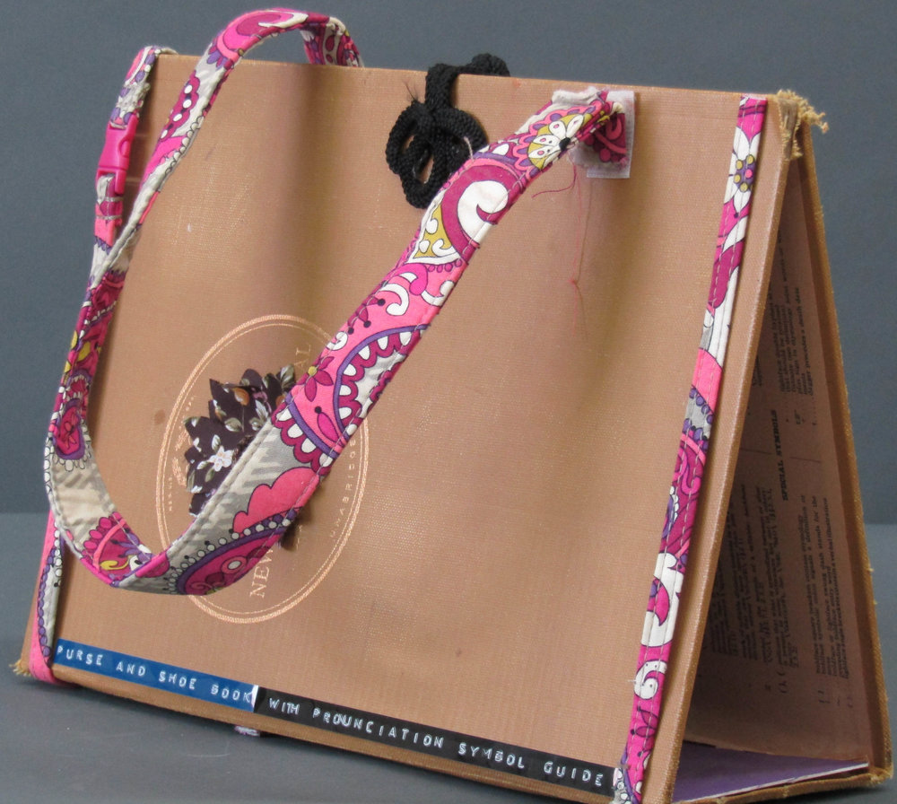 """Purse & Shoe Book (with Pronunciation Symbol Guide)"" c2016"