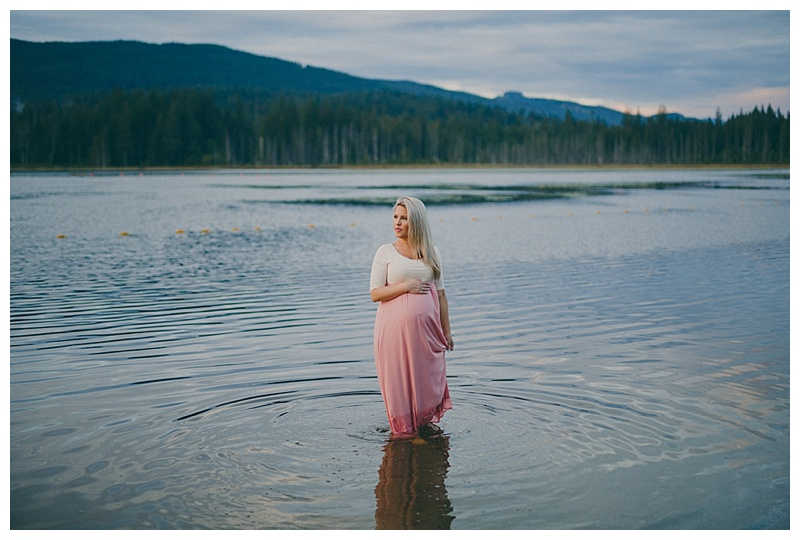 maternity photos at whonnock lake