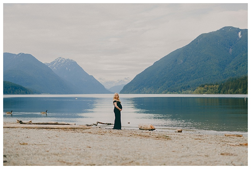 maternity photos at alouette lake