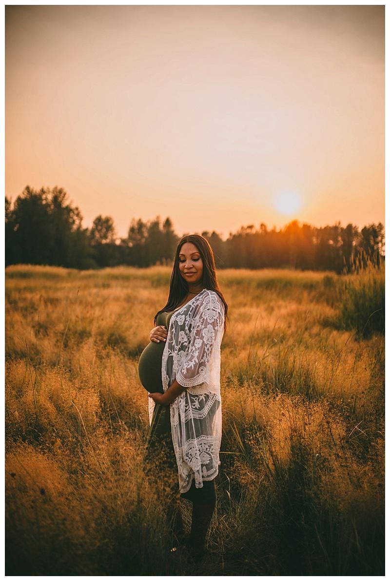 maternity photographer in maple ridge
