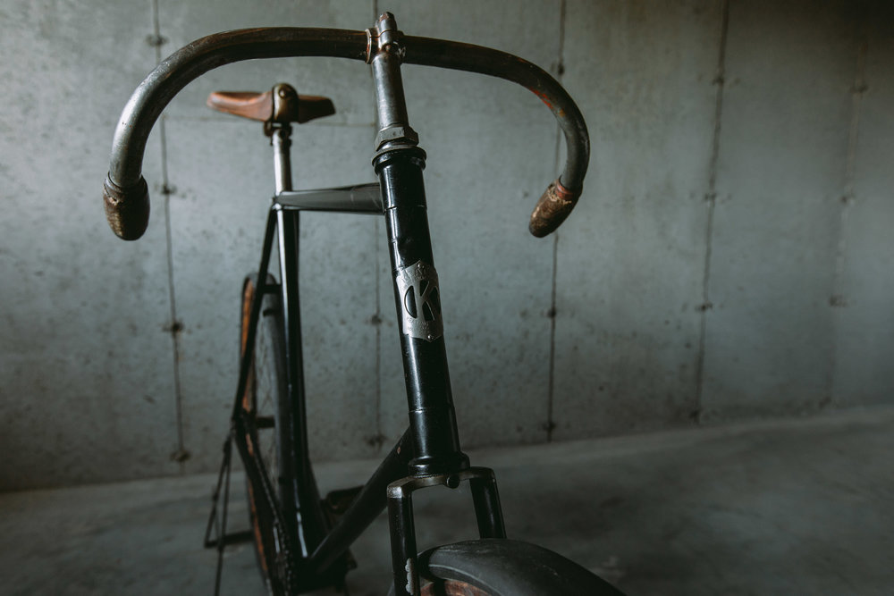 "Zero-offset stems were typical of the era, but Keating's handlebar design was unique to him. Seen here in ""Race"" mode, the bar could be flipped for a more upright and comfortable riding position depending on the riders sensibilities."