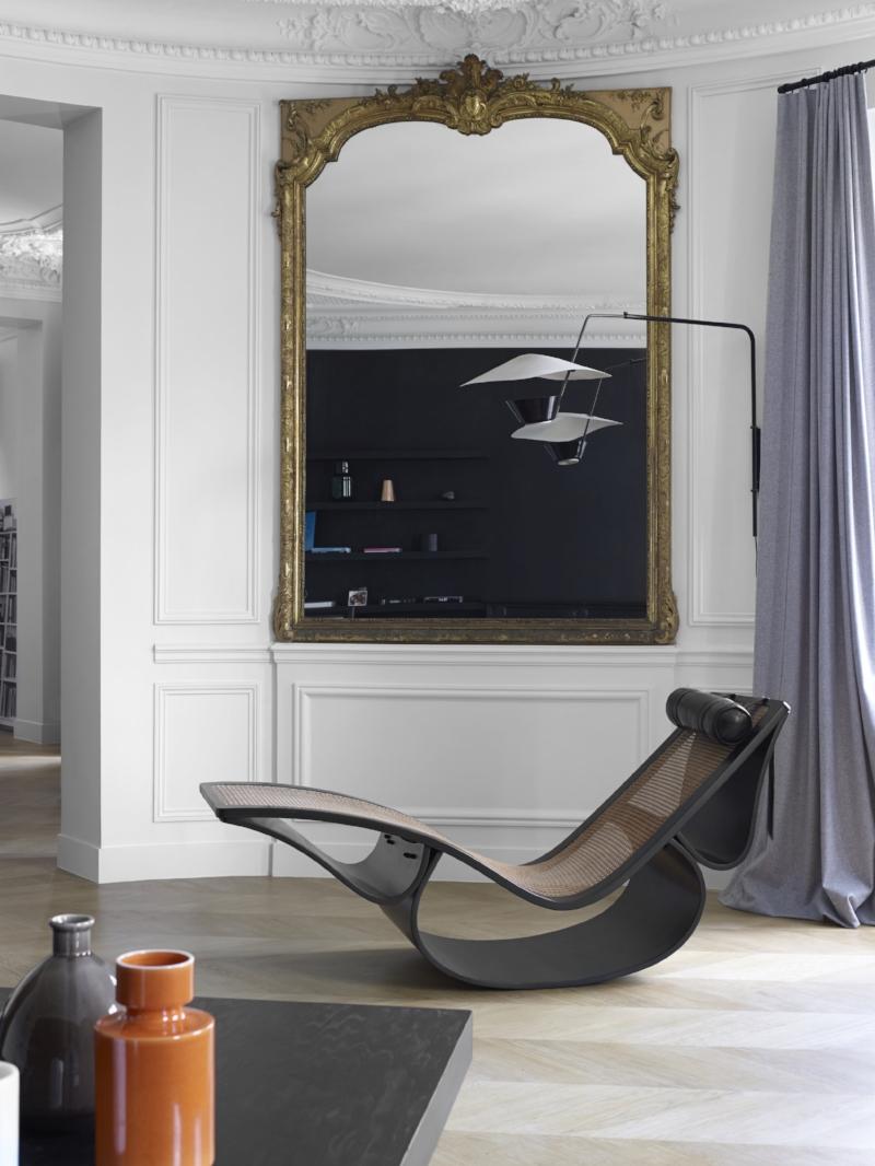 A rare Oscar niemeyer rio chair in a Haussmannien apartment in Paris. Photographer Gaelle le Boulicaut.