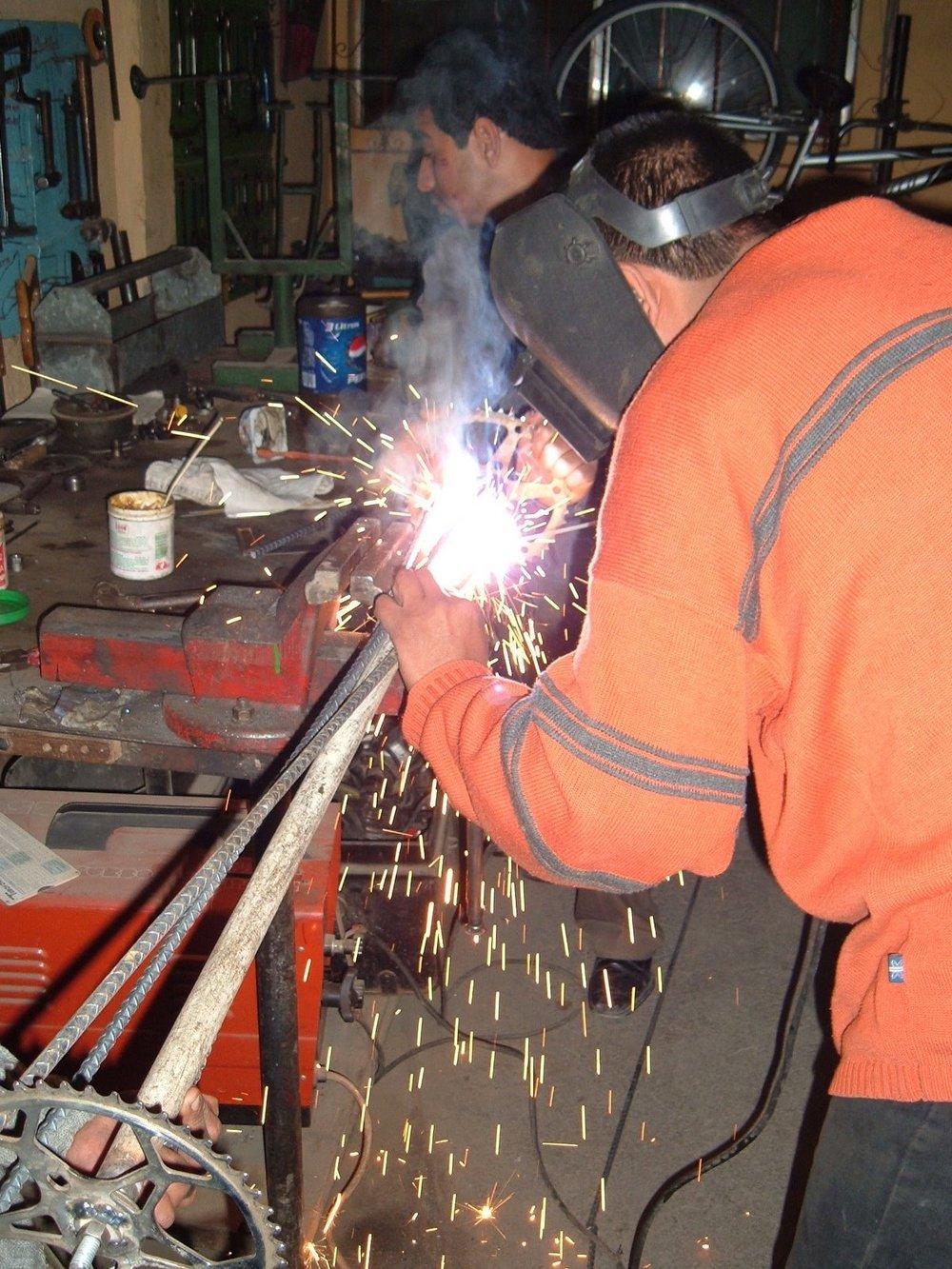 carlos welds at maya pedal