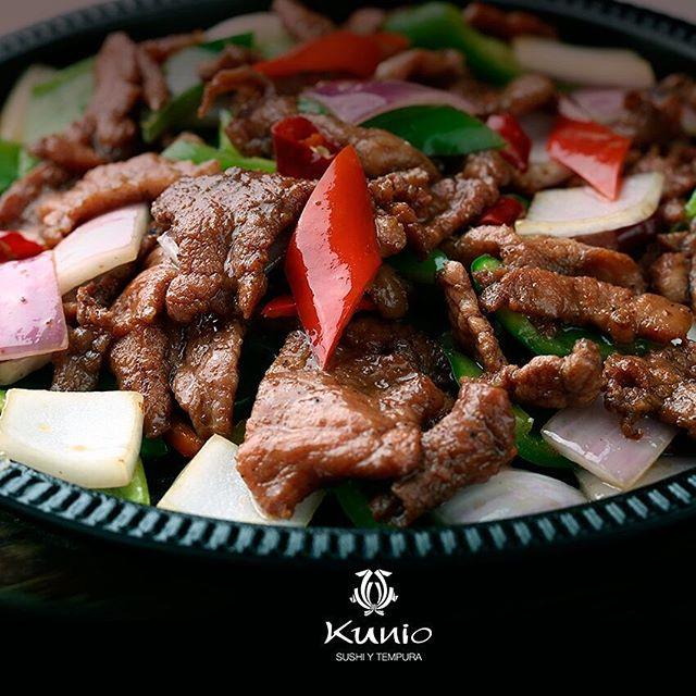 """Teppanyaki: (teppan """"parrilla"""" , yaki """"asado"""") Platillo tradicional a base de carne, otros elementos y vegetales. El más común es de carne de res, langosta y vegetales en salsa de soya. #ArteJaponés #ComidaJaponesa #Love #JapaneseFood #Asian #Asiatica #Japón #Delicioso #KunioSan #Restaurante #CDMX #Deli #FoodLover"""
