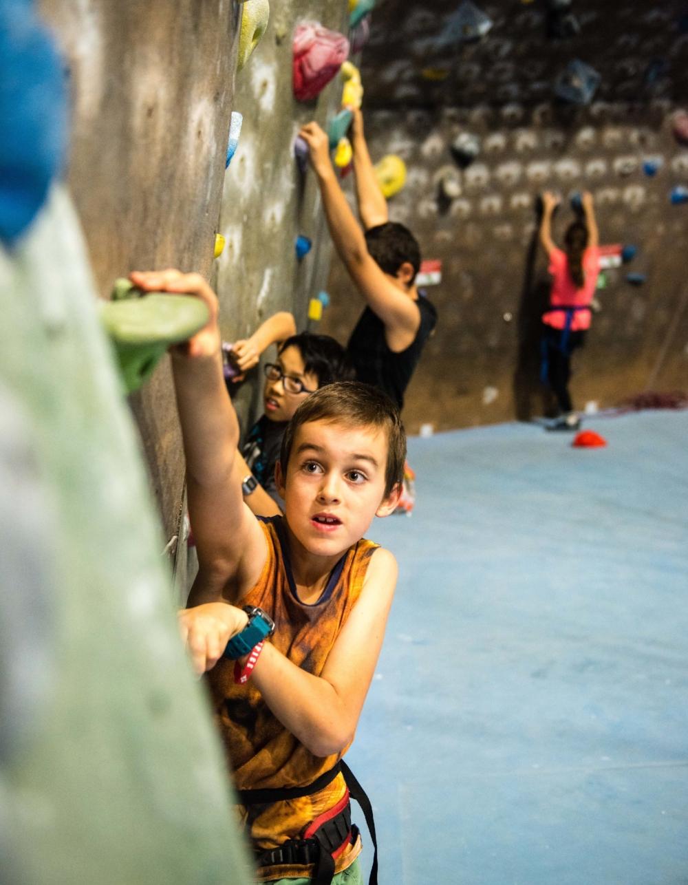 climbfit_sydney_boy_climbing_bouldering