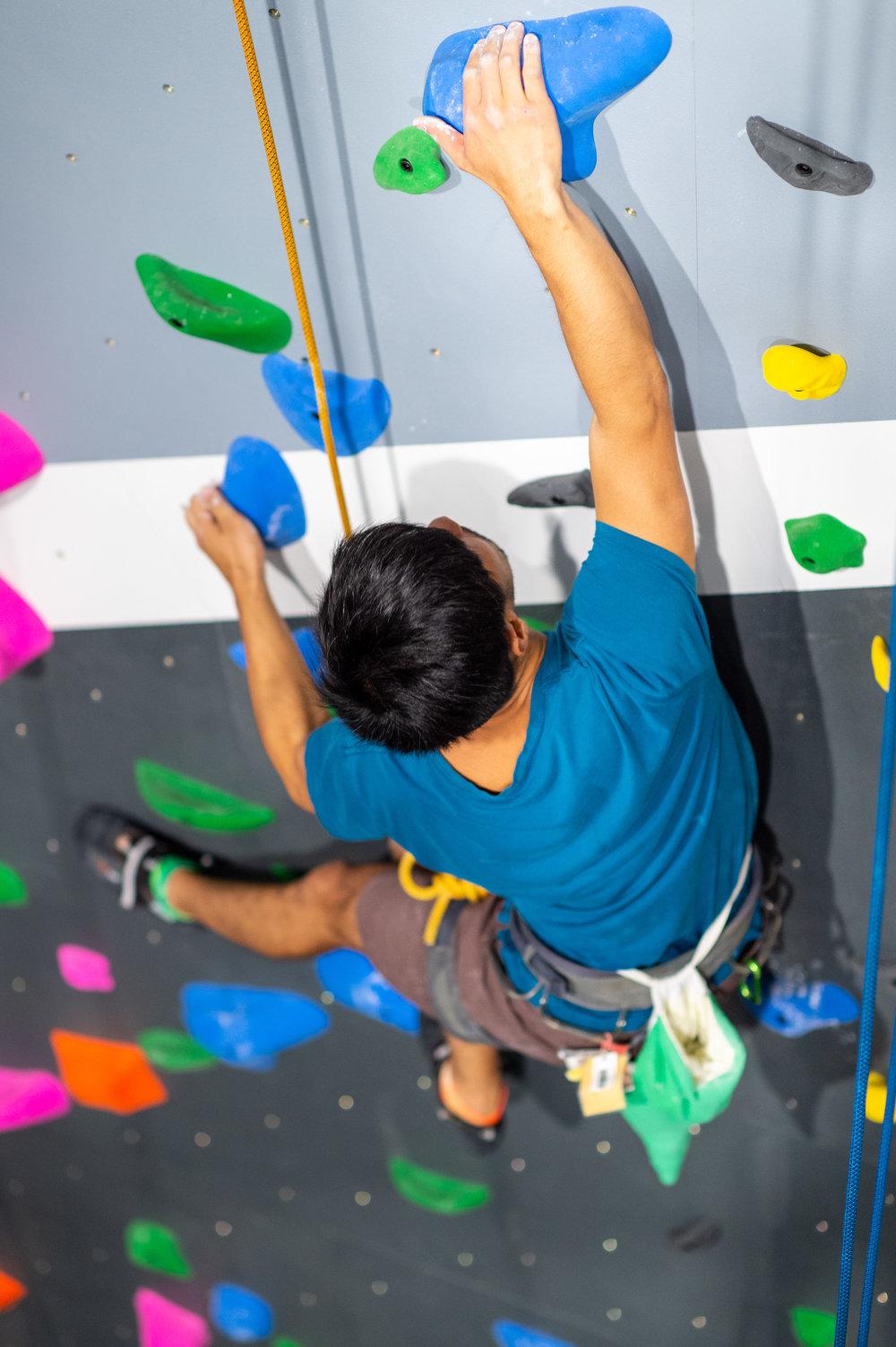 climbfit_kirrawee_comingsoon_toprope_climber_man_closeup