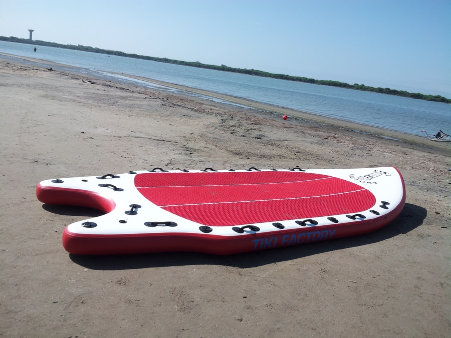 giant-inflatable-paddle-board-mega-17-19366-9943684.jpg