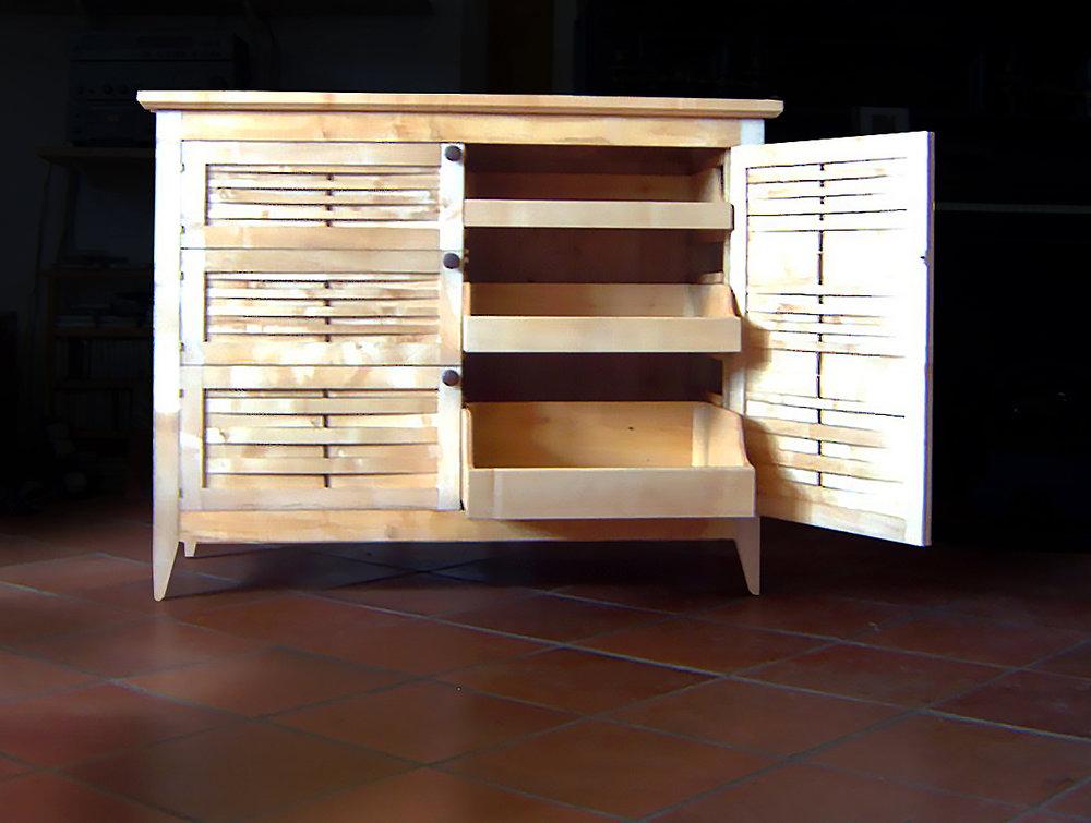 Sliding 'tray' shelves for easy, visable storage