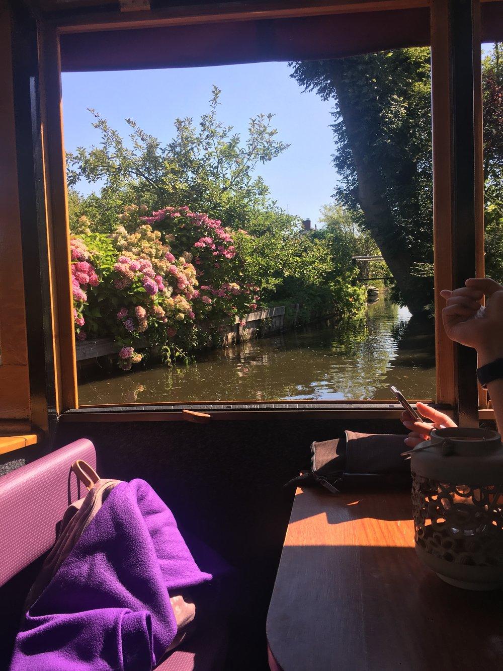 Giethoorn Canal cruise.JPG